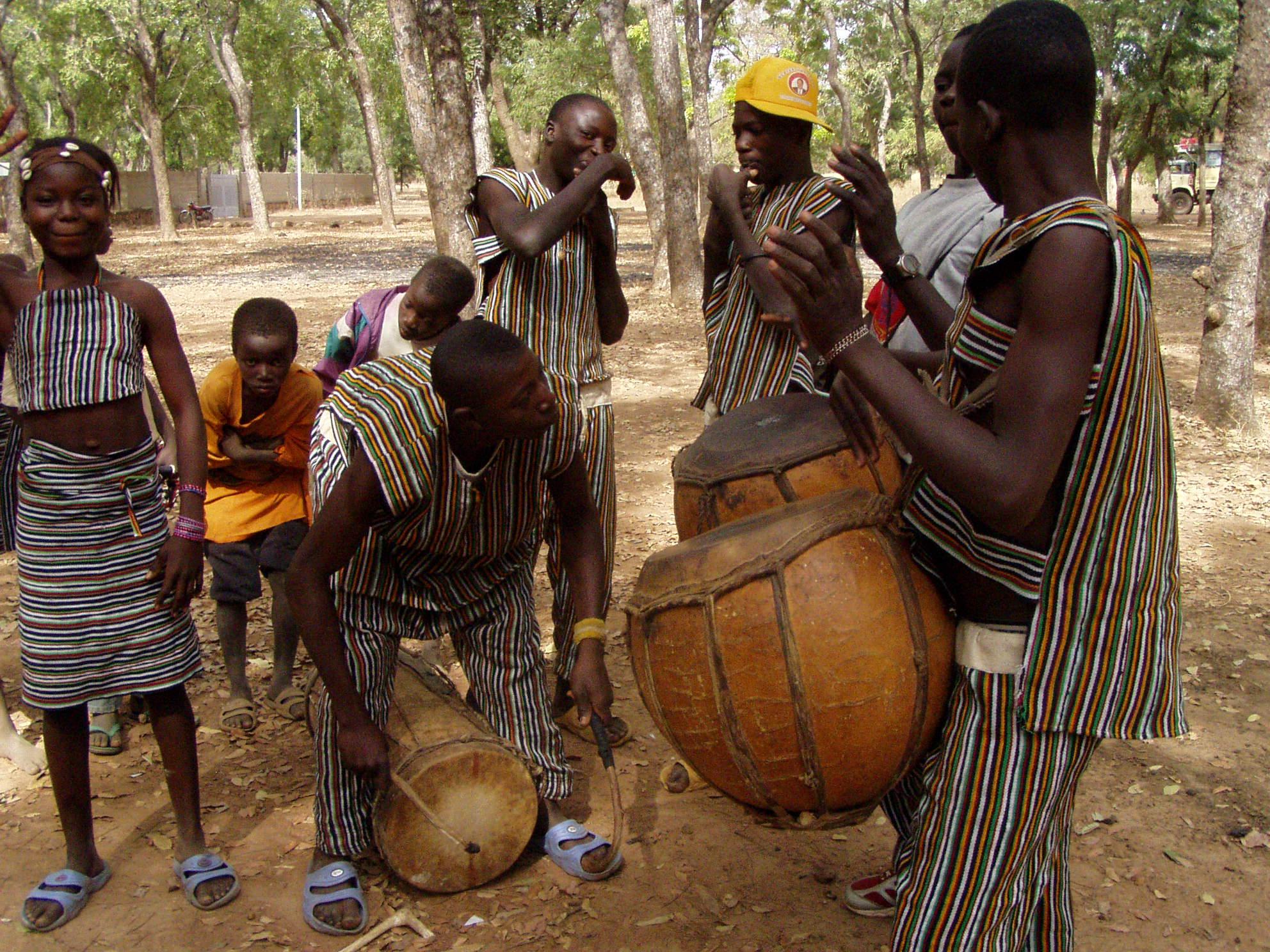 Musiciens kassena en action. Kassena musicians in action.